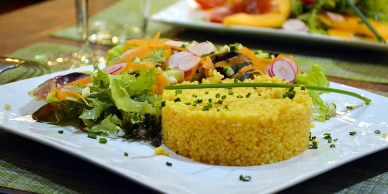 Grande salade de boulgour bio et légumes croquants